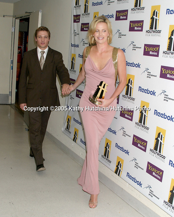 Jeremy Renner.Charlize Theron.Hollywood Film Festival Gala.Beverly Hilton Hotel.Los Angeles, CA.October 24, 2005.©2005 Kathy Hutchins / Hutchins Photo...