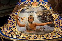 andgesticketer Seidnumhang in der Kirche San Francisco der  Bruderschaft Paso Azul bei  der Semana Santa (Karwoche) in Lorca,  Provinz Murcia, Spanien, Europa