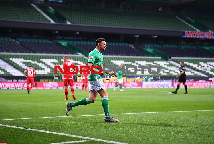 Jubel 1:1: Torschuetze Theodor Gebre Selassie (Bremen) vor leeren Raengen.<br /><br />Sport: Fussball: 1. Bundesliga: Saison 19/20: 26. Spieltag: SV Werder Bremen - Bayer 04 Leverkusen, 18.05.2020<br /><br />Foto: Marvin Ibo GŸngšr/GES /Pool / via gumzmedia / nordphoto