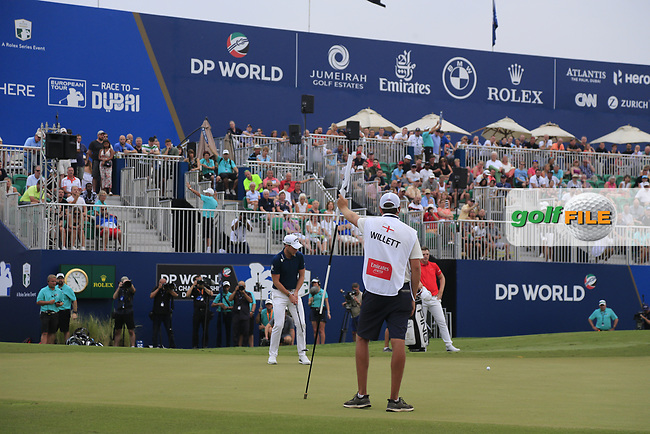 Danny Willett (ENG) on the 18th green during the 3rd round of the DP World Tour Championship, Jumeirah Golf Estates, Dubai, United Arab Emirates. 17/11/2018<br /> Picture: Golffile | Fran Caffrey<br /> <br /> <br /> All photo usage must carry mandatory copyright credit (&copy; Golffile | Fran Caffrey)