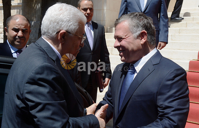 Palestinian president Mahmud Abbas (L) being welcomed by Jordanian King Abdullah II before a meeting in the Jordanian capital, Amman, on August 30, 2015. Photo by Thaer Ganaim