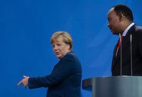 Berlin, 20130508CB021, Bundeskanzlerin Angela Merkel (CDU) und der Staatspräsident der Republik Niger, Mahamadou Issoufou, am Mittwoch (08.05.13) im Bundeskanzleramt in Berlin bei einer Pressebegegnung