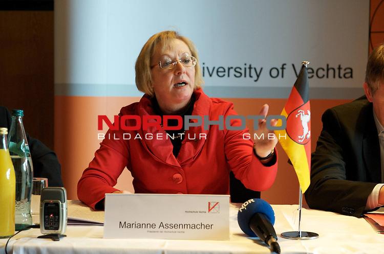 UNiversit&auml;t Vechta - Die Landesrregierung hat auf Vorschlag von Minister Stratmann der Namens&auml;nderung sowie einer entsprechenden &Auml;nderung des Nieders&auml;chsichen Hochshculgesetzes zugestimmt.<br /> <br /> Foto: Marianne Asenmacher  - Pr&auml;sidentin der UNi Vechta<br /> Foto: &copy; nph ( nordphoto )