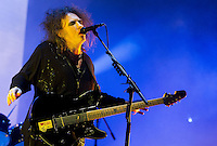 LIMA, PERÚ - ABRIL 17. Robert Smith, vocalista de la banda británica The Cure durante concierto en el Estadio Nacional. <br /> © ANDINA/MarcoDelRío/NortePhoto