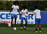 BARRANQUILLA - COLOMBIA  –  03  – 10 -  2017: Carlos Sánchez (Izq.) Juan Guillermo Cuadrado (Cent.) y Abel Aguilar (Der.), jugadores de la Selección Colombia, durante entreno en el estadio Metropolitano Roberto Melendez. El equipo colombiano se prepara en Barranquilla para el partido contra la selección de Paraguay el 05 de octubre, partido clasificatorio a la Copa Mundial de la FIFA Rusia 2018. / Carlos Sánchez (L) Juan Guillermo Cuadrado (C) and Abel Aguilar (R), Colombia national team players, during a training at the Metropolinano Roberto Melendez Stadium. Colombia team prepares for the match against Paraguay team on October 05, qualifying for the FIFA World Cup Russia 2018.  Photo: VizzorImage / Luis Ramirez/ Staff.