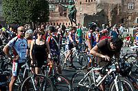 Roma 28 Aprile 2012B.Bicifestazione nazionale Salvaiciclisti ai Fori Imperiali. Iniziativa promossa per sensibilizzare sui rischi corsi da chi usa la bicicletta e invitare gli amministratori a rendere la città più idonea alla due ruote.