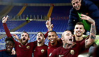 Calcio, Serie A: Lazio vs Roma. Roma, stadio Olimpico, 4 dicembre 2016.<br /> Roma&rsquo;s players celebrate at the end of the Italian Serie A football match between Lazio and Rome at Rome's Olympic stadium, 4 December 2016. Roma won 2-0.<br /> UPDATE IMAGES PRESS/Isabella Bonotto