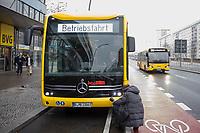 Vorstellung des ersten Serien-E-Bus in Berlin am Freitag den 4. Januar 2019 durch die BVG-Vorstandsvorsitzende und Vorstand Betrieb, Dr. Sigrid Nikutta, sowie BVG-Buschef Torsten Mareck und Regine Guenther, Senatorin fuer Umwelt, Verkehr und Klimaschutz.<br /> Im Bild: Der eCitaro von Mercedes Benz vor der BVG-Zentrale.<br /> 4.1.2019, Berlin<br /> Copyright: Christian-Ditsch.de<br /> [Inhaltsveraendernde Manipulation des Fotos nur nach ausdruecklicher Genehmigung des Fotografen. Vereinbarungen ueber Abtretung von Persoenlichkeitsrechten/Model Release der abgebildeten Person/Personen liegen nicht vor. NO MODEL RELEASE! Nur fuer Redaktionelle Zwecke. Don't publish without copyright Christian-Ditsch.de, Veroeffentlichung nur mit Fotografennennung, sowie gegen Honorar, MwSt. und Beleg. Konto: I N G - D i B a, IBAN DE58500105175400192269, BIC INGDDEFFXXX, Kontakt: post@christian-ditsch.de<br /> Bei der Bearbeitung der Dateiinformationen darf die Urheberkennzeichnung in den EXIF- und  IPTC-Daten nicht entfernt werden, diese sind in digitalen Medien nach &sect;95c UrhG rechtlich geschuetzt. Der Urhebervermerk wird gemaess &sect;13 UrhG verlangt.]