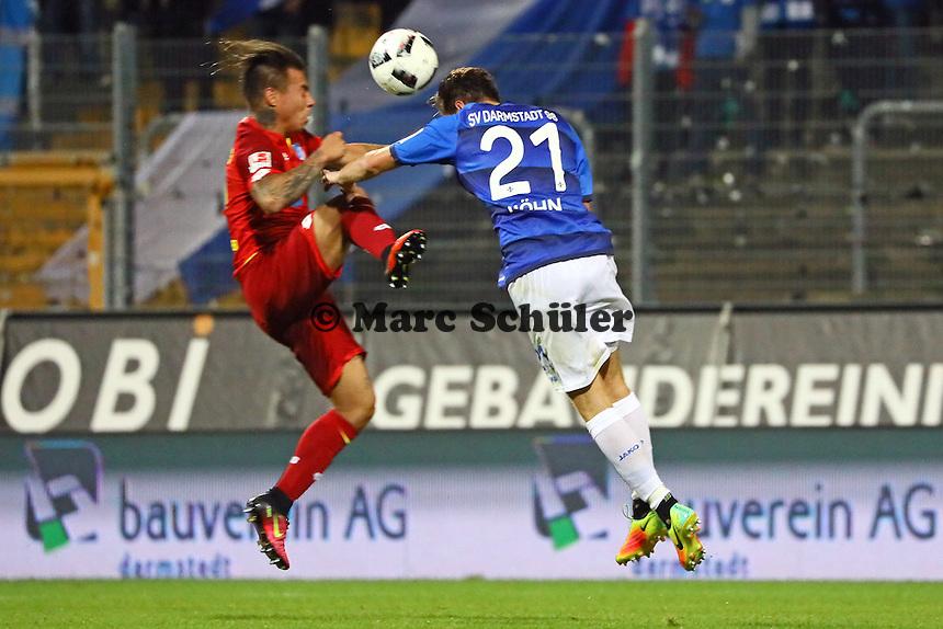 Immanuel Höhn (SV Darmstadt 98) gegen Eduardo Vargas (TSG 1899 Hoffenheim) - SV Darmstadt 98 vs. TSG 1899 Hoffenheim, Johnny Heimes Stadion am Boellenfalltor