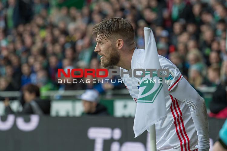 16.04.2017, Weserstadion, Bremen, GER, 1.FBL, Werder Bremen vs Hamburger SV<br /> <br /> im Bild<br /> Aaron Hunt (Hamburger SV #14), <br /> <br /> Foto &copy; nordphoto / Ewert