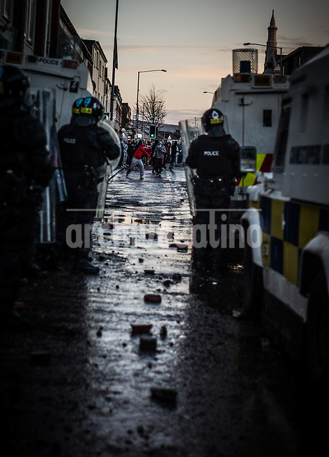 After 12 years of relative peace, Northern Ireland is again in unrest due the clashes between Roman Catholics and protestas. Pro-British militant groups are instigating and exploiting the riots that have rocked the Northern Irish capital Belfast in the past month, a police officers' representative said on Sunday. The violence, which stems from Loyalist protests over the removal of the British flag over Belfast City Hall, is among the worst in the province since a 1998 peace accord ended three decades of sectarian conflict.