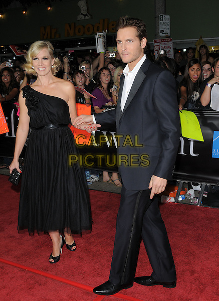 """JENNIE GARTH & PETER FACINELLI .Premiere of """"Twilight"""" held at The Mann's Village Theatre in Westwood, California, USA..November 17th, 2008.full length dress suit black blue one shoulder married husband wife holding hands.CAP/DVS.©Debbie VanStory/Capital Pictures."""