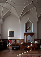 The magnificent vaulted ceiling in the central hall benefits from a small organ
