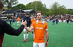BLOEMENDAAL   - Hockey -  3e en beslissende  wedstrijd halve finale Play Offs heren. Bloemendaal-Amsterdam (0-3). teleurstelling bij Roel Bovendeert (Bldaal)   Amsterdam plaats zich voor de finale.  COPYRIGHT KOEN SUYK