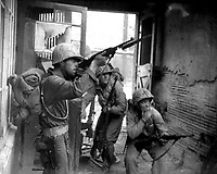 United Nations troops fighting in the streets of Seoul, Korea.  September 20, 1950. Lt. Robert L. Strickland and Cpl. John Romanowski. (Army)<br /> NARA FILE #:  111-SC-351392<br /> WAR & CONFLICT BOOK #:  1422