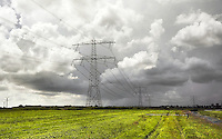 Nederland Westzaan. Hoogspanningsmast in de weilanden. Foto Berlinda van Dam / Hollandse Hoogte