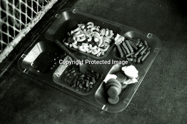 disipri00119.Social Issues. Prisons. A typical lunch meal for an inmate on Death Row; April 23, 1997 at Texas Death Row in Huntsville, USA. About 450 prisoners are on the Row. Texas has the most executions in the US. Crime, criminals. .©Per-Anders Pettersson/iAfrika Photos