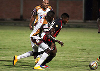 BOGOTÁ -COLOMBIA, 11-03-2015. Jose David Lloreda (Der) jugador del Cúcuta Deportivo disputa el balón con John A. Valencia (Izq) jugador del Deportes Tolima por la fecha 9 de la Liga Aguila I 2015 jugado en el estadio General Santander de la ciudad de Cúcuta./ Jose David Lloreda (R) player of Cucuta Deportivo vies for the ball with John A. Valencia (L) player of Deportes Tolima for the 9th of the Aguila League I 2015 played at General Santander stadium in Cucuta city. Photo: VizzorImage / Manuel Hernandez /Str