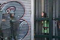 SANTIAGO, CHILE 15 DE MARCO 2012 - MANIFESTACAO DOS ESTUDANTES NO CHILE Estudantes do ensino médio passou a manhã Hesta Plaza Baquedano, para realizar uma marcha não autorizada pelo intendente Metropolitana, nas ruas de Santiago, que terminou com confrontos entre a polícia e manifestantes. Foto: Pablo Vera-Lisperguer - Brazil Photo Press