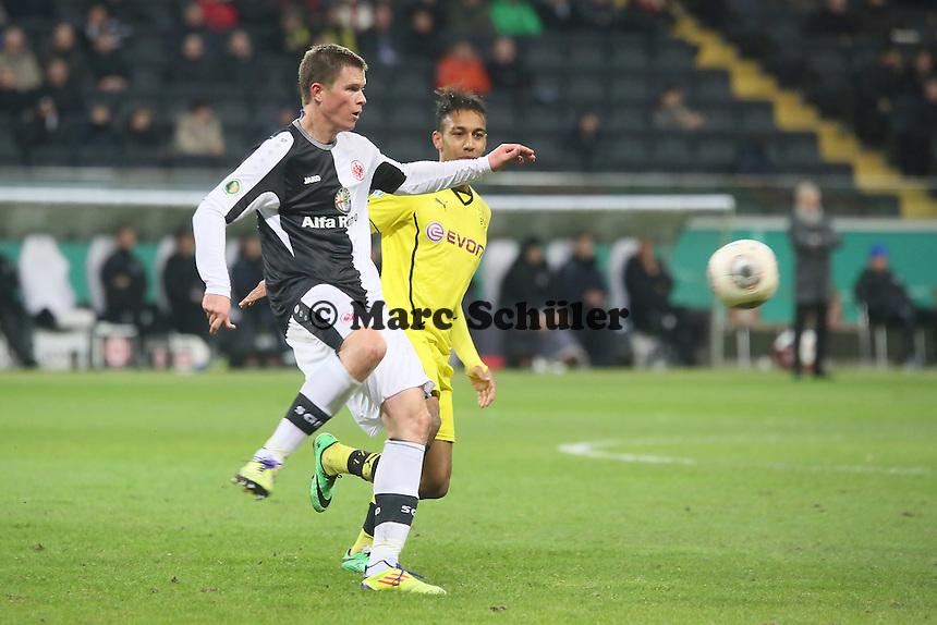 Pierre Emerick Aubameyang (BVB) gegen Alexander Madlung (EIntracht) - Eintracht Frankfurt vs. Borussia Dortmund, DFB-Pokal Viertelfinale