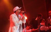 RIO DE JANEIRO, RJ, 31 DEZEMBRO 2011 - REVEILLON PRAIA DE COPACABANA -  Publico durante apresentacao do cantor Latino no show da Virada na praia de Copacabana no Rio de Janeiro, na noite deste sábado, 31. (FOTO: MILENE CARDOSO - NEWS FREE).
