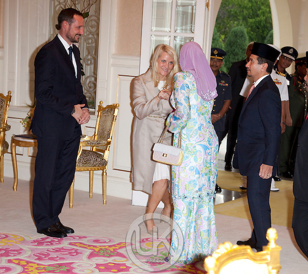 Crown Prince Haakon, and Crown Princess Mette Marit of Norway, begin a three day official visit to Malaysia..Audience with The King (  Majesty Tuanku Mizan Zainal Abidin ) & Queen of Malaysia ( Majesty Tuanku Nur Zahirah ), at Istana Negara, Kuala Lumpur