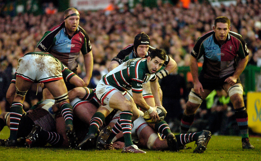 Photo: Leigh Quinnell..Leicester Tigers v NEC Harlequins. Guinness Premiership. 03/03/2007. Leicesters Frank Murphy passes the ball out of the scrum.