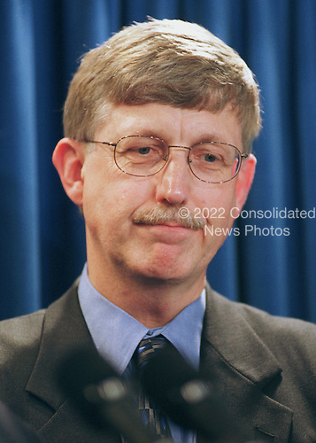 Doctor Francis Collins, Director, National Institutes of Health (NIH), holds a press conference with Doctor J. Craig Venter and others at the White House on June 26, 2000.<br /> Credit: Ron Sachs / CNP