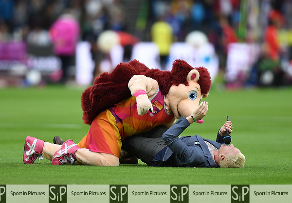 Hero the hedgehog mascot fights with presenter Ewan Thomas. IAAF world athletics championships. London Olympic stadium. Queen Elizabeth Olympic park. Stratford. London. UK. 08/08/2017. ~ MANDATORY CREDIT Garry Bowden/SIPPA - NO UNAUTHORISED USE - +44 7837 394578