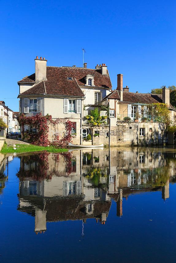 France, Yonne(89), Tonnerre, maisons au bord de l'Armançon // France, Yonne, Tonnerre, houses along the Armançon