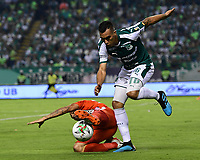 PALMIRA - COLOMBIA, 20-11-2019: Christian Rivera del Cali disputa el balón con Juan Nieva de America durante partido entre Deportivo Cali y América de Cali por la fecha 4, cuadrangulares semifinales, de la Liga Águila II 2019 jugado en el estadio Deportivo Cali de la ciudad de Palmira. / Christian Rivera of Cali vies for the ball with Juan Nieva of America during match between Deportivo Cali and America de Cali for the date 4, quadrangulars semifinals, as part of Aguila League II 2019 played at Deportivo Cali stadium in Palmira city. Photo: VizzorImage / Nelson Rios / Cont