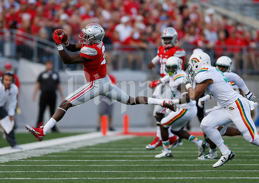 Ohio State Buckeyes wide receiver Michael Thomas (3) catches a pass during the second quarter of the NCAA football game against the Hawaii Warriors at Ohio Stadium in Columbus on Sept. 12, 2015. (Adam Cairns / The Columbus Dispatch)