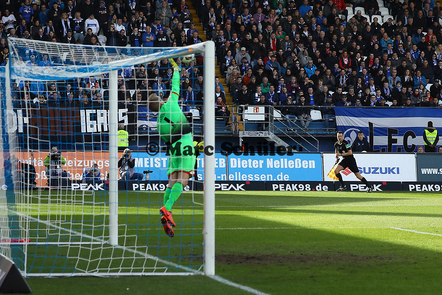 Parade Torwart Jonas Loessl (1. FSV Mainz 05)- 11.03.2017: SV Darmstadt 98 vs. 1. FSV Mainz 05, Johnny Heimes Stadion am Boellenfalltor