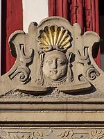 Detail der Ratsapotheke am Marktplatz, Einbeck, Niedersachsen, Deutschland, Europa<br /> Detail at Rats-pharmacy, Einbeck, Lower Saxony, Germany, Europe