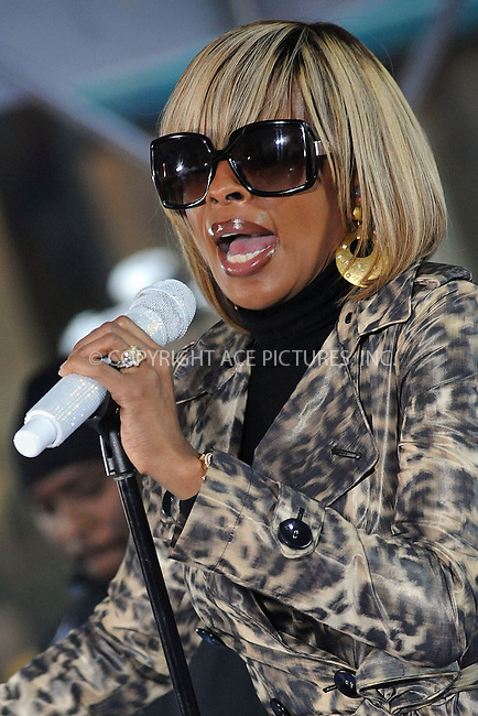 WWW.ACEPIXS.COM . . . . . ....May 9 2008, New York City....Singer Mary J Blige performed on the 'Today Show' at the Rockefeller Plaza in midtown Manhattan.....Please byline: KRISTIN CALLAHAN - ACEPIXS.COM.. . . . . . ..Ace Pictures, Inc:  ..(646) 769 0430..e-mail: info@acepixs.com..web: http://www.acepixs.com