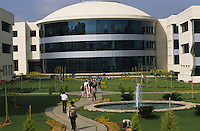 INDIA Karnataka Bangalore, IT company Infosys in the Electronics City, the indian silicone valley, campus with modern buildings for BPO business process outsourcing, call center and Software development / INDIEN Karnataka Bangalore, Campus der Software Firma Infosys in der electronics city , BPO business process outsourcing, callcenter und Software Entwicklung