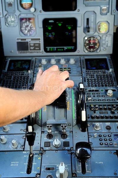 copyright : magali corouge / Documentography.10/06/09.Me?tier : Pilote..Pre?t au decollage!