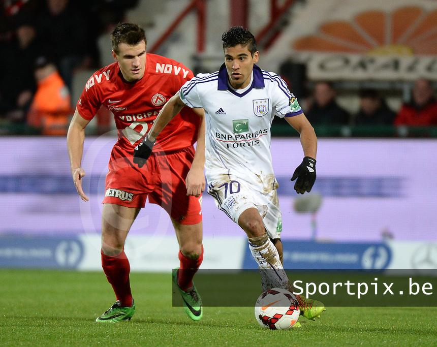 KV Kortrijk - RSC Anderlecht : Ronald Vargas (r) aan de bal voor Ivan Santini (l)<br /> foto VDB / BART VANDENBROUCKE