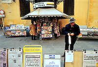 - newspaper kiosk in front of Royal theater..- edicola di giornali davanti al teatro Regio