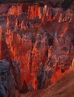 730750035 sunrise turns the hoodoos in agua canyon gold and red in bryce canyon naitonal park utah
