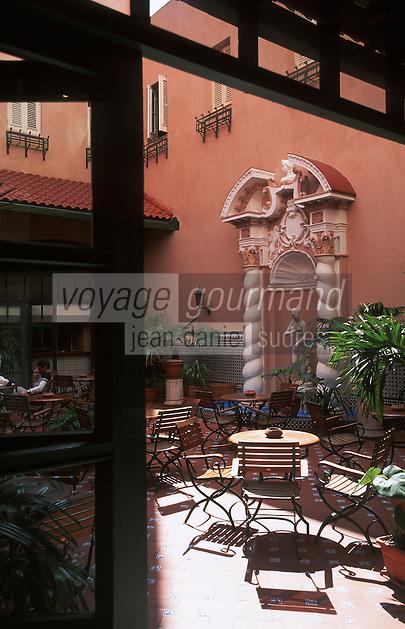 "Cuba/La Havane: Patio et fontaine de l'hôtel ""Sévilla"" Trocadéro n°56 Prado"