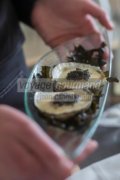 urope/France/Bretagne/56/Morbihan/Lorient: Plates de Belon, vermouth et caviar - recette de  Jean-Paul Abadie, restaurant: L'Amphytrion