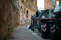 Spazzatura e degrado nel quartiere di San Lorenzo.<br /> Garbage at the Saint Lorenzo neighborhood