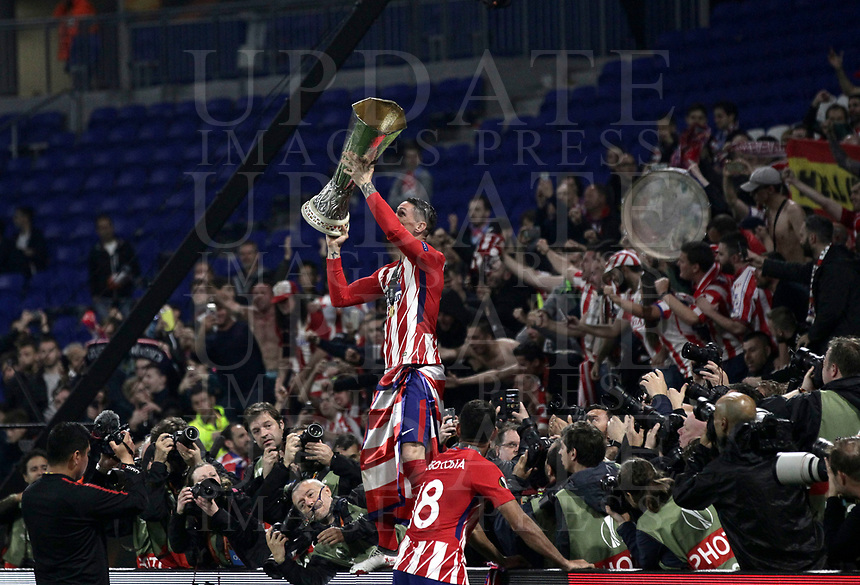 Club Atletico de Madrid's Fernando Torres holds up the trophy at the end of the UEFA Europa League final football match between Olympique de Marseille and Club Atletico de Madrid at the Groupama Stadium in Decines-Charpieu, near Lyon, France, May 16, 2018. Club Atletico de Madrid won 3-0.<br /> UPDATE IMAGES PRESS/Isabella Bonotto