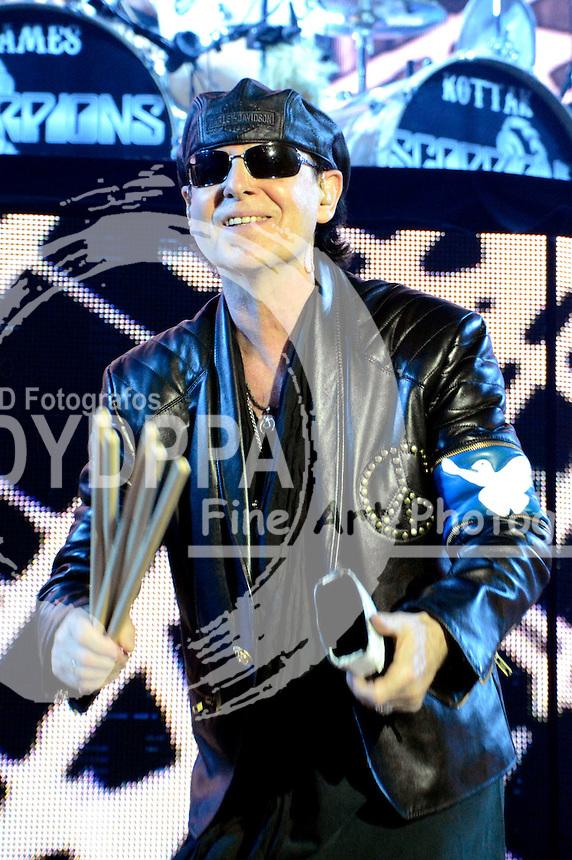 Klaus Meine von den Scorpions bei einem Konzert der 50th Anniversary - World Tour 2016 in der Westfalenhalle 1. Dortmund, 18.03.2016