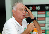 PALMIRA -COLOMBIA-14-04-2016. Fernando Castro técnico del Deportivo Cali de Colombia durante rueda de prensa después del encuentro con Bolívar de Bolivia por la fecha 5, G3, de la Copa Bridgestone Libertadores 2016 jugado en el estadio Palmaseca de la ciudad de Palmira. / Fernando Castro coach of Deportivo Cali de Colombia during press copnference after the match against Bolivar de Bolivia during a match for the date 5, G3, of the Copa Bridgestone Libertadores 2016 played at Palmaseca stadium in Palmira city.  Photo: VizzorImage/ NR /Cont