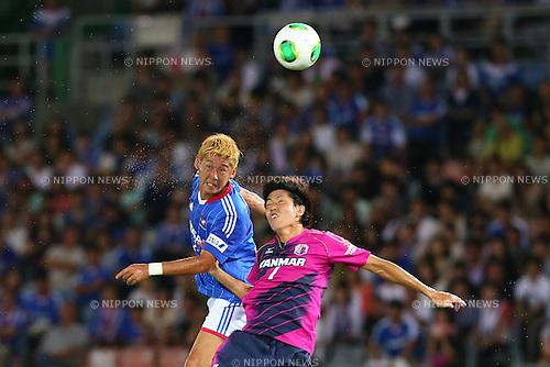 (L-R) Yuzo Kurihara (F Marinos), Toru Araiba (Cerezo), SEPTEMBER 14, 2013 - Football / Soccer : <br /> 2013 J.LEAGUE Division 1, 25th Sec <br /> match between Yokohama F Marinos 1-1 Cerezo Osaka<br />  at Nissan Stadium in Kanagawa, Japan. (Photo by AFLO SPORT) [1156]
