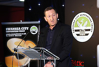 Pictured: Chairman Huw Jenkins addressing the diners Wednesday 20 May 2015<br />