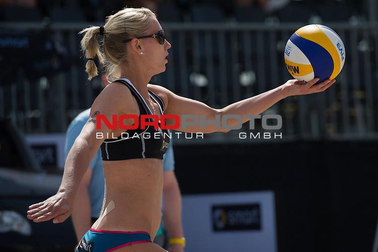 18.06.2014, Berlin, Washingtonplatz<br /> Beachvolleyball, Berlin smart Grand Slam<br /> <br /> Aufschlag / Service Karla Borger (GER)<br /> <br />   Foto &copy; nordphoto / Kurth