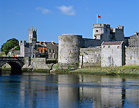 Ireland, County Limerick, King John's Castle at Shannon River | Irland, County Limerick, King John's Castle am Shannon River